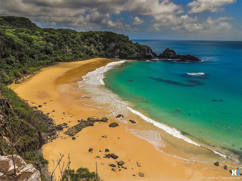 Praia-do-Sancho-Fernando-de-Noronha-Brazil