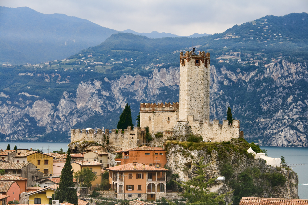 Medieval-Scaligero-Castle-by-the-Garda-Lake-
